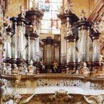 Орган- клавишный духовой инструмент, отличающийся огромными размерами, богатством тембровых и динамических оттенков.